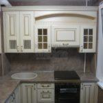 Классическая кухня 6 кв. м цвета слоновой кости