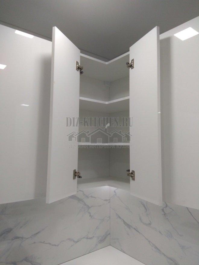 Распашные двери на стыке секций