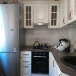 Маленькая нестандартная классическая кухня площадью 5,6 кв.м