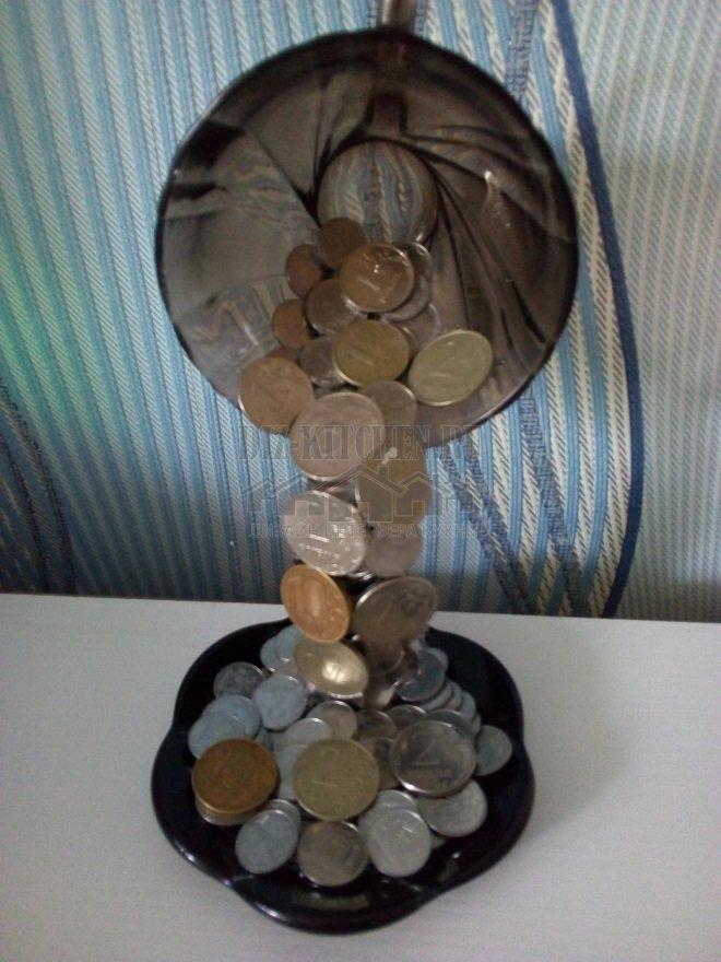 Парящая денежная чашка изобилия