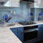 Маленькая голубая кухня в восточном стиле в 5 м<sup>2</sup> хрущевке