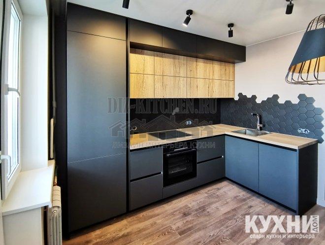 Современная синяя кухня холостяка