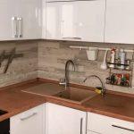 Ламинат на стене кухни – удачное решение в современном интерьере