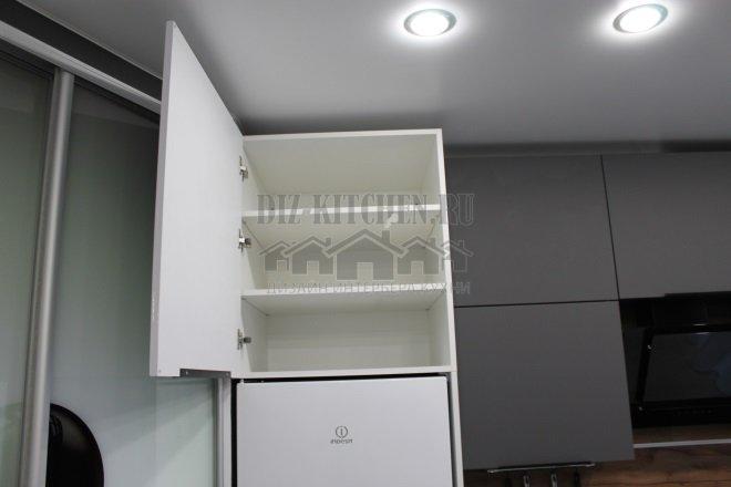 Холодильник с антресолью на три полки