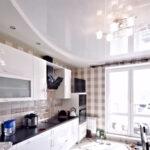 Освещение на кухне с натяжным потолком – правила и рекомендации