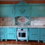 Голубая классическая кухня в стиле прованс