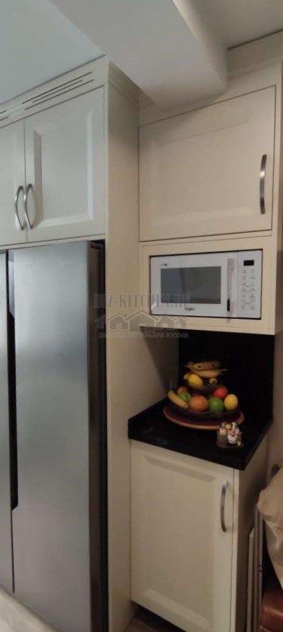 Двухдверный холодильник в отдельной нише
