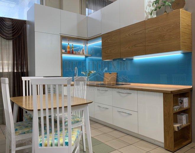 Бело-деревянная кухня
